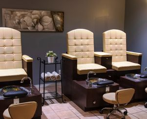 Pedicure (3 of 4 chairs)
